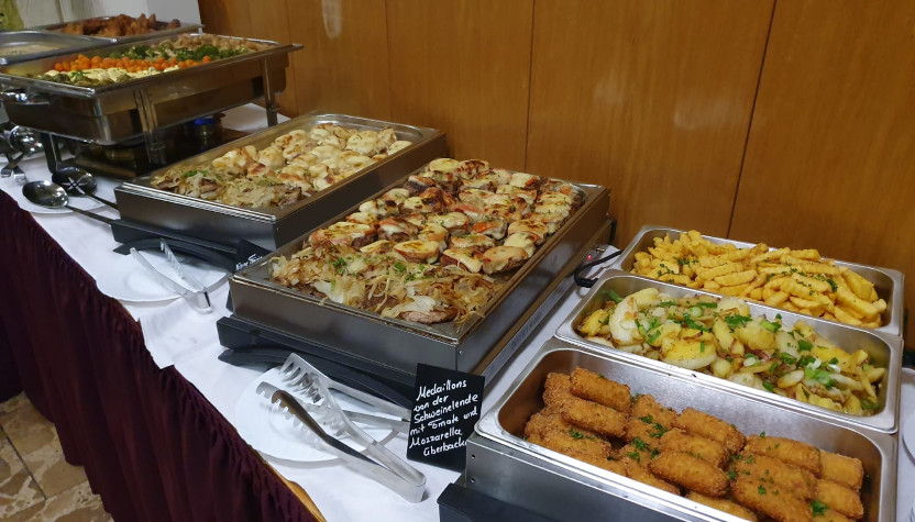Buffet mit Chafin-Dishes